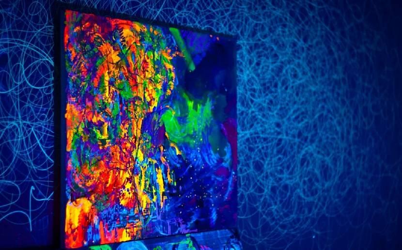 Флуоресцентное панно