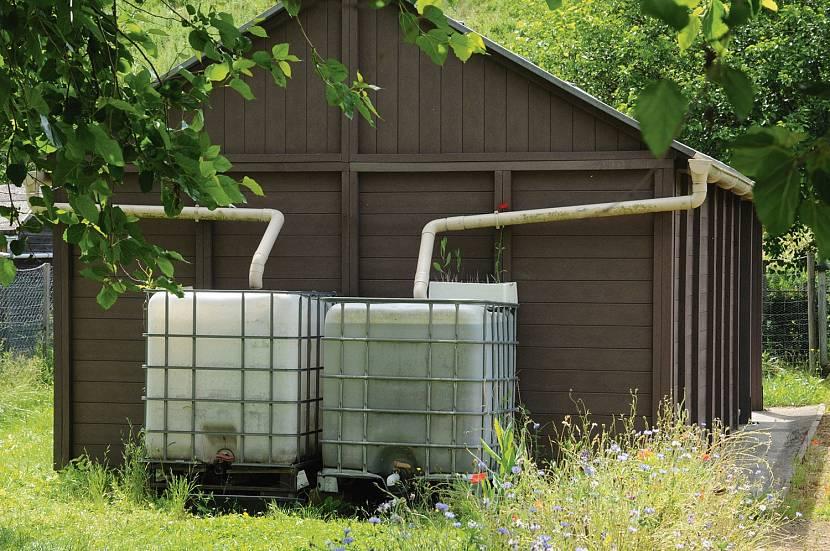 Типы крыш для подачи в водосточные трубы дождевой воды