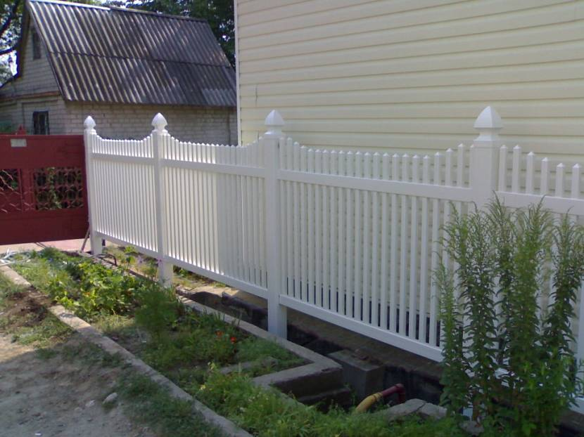 Фото заборов из штакетника перед домом