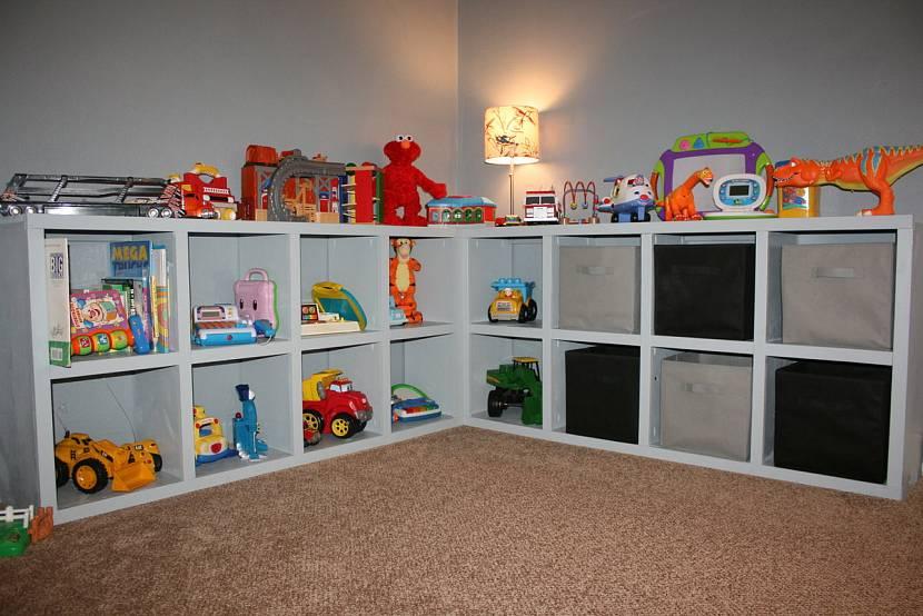 Высота шкафа и стеллажа должна соответствовать высоте ребёнка