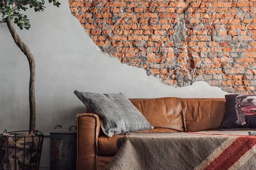 Кирпичная стена и штукатурка