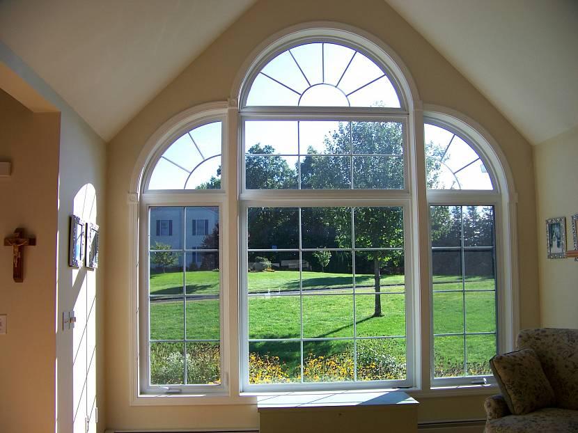 Арочное семистворчатое окно