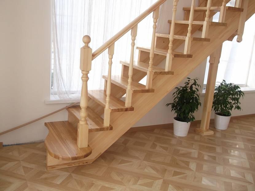 Один из вариантов лестницы из сосны