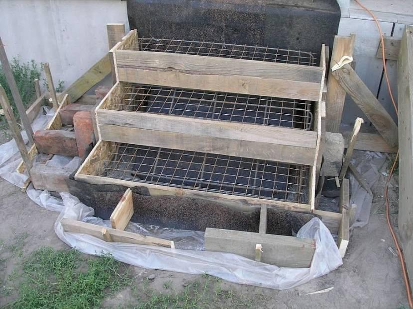 Будущее крыльцо готово к заливке бетона