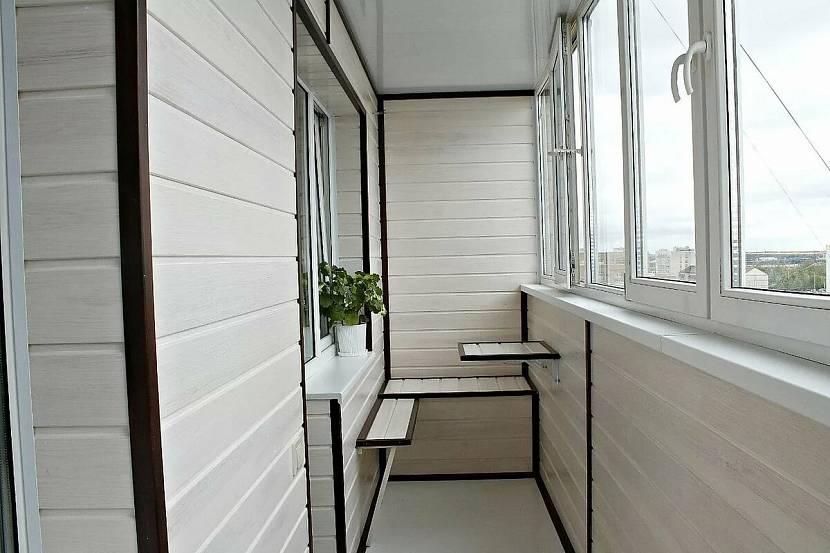 Балкон, обшитый панелями