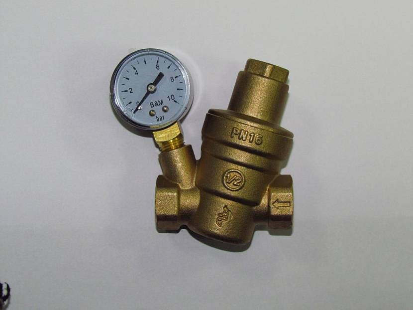 Регулятор давления воды