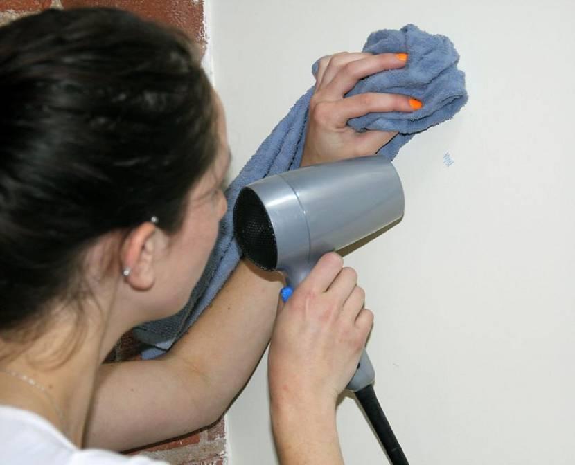 Приспособления для удаления клея от скотча на пластиковой поверхности