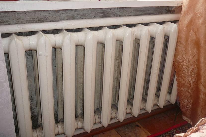 Не каждая стена выдержит вес чугунного радиатора