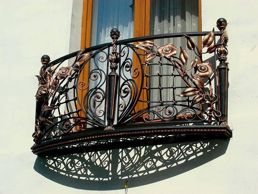 Кованный французский балкон