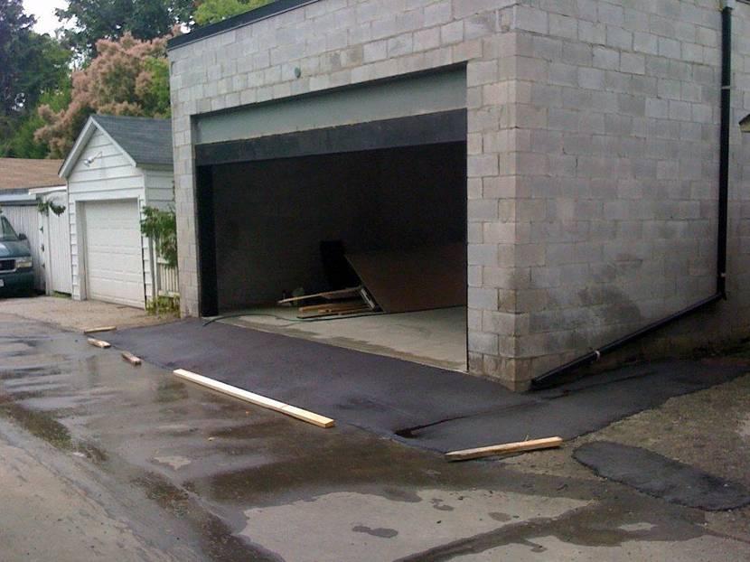 Въезд в гараж из асфальта