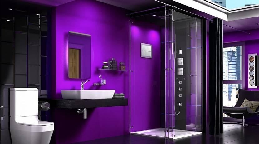 Лиловая ванная с душевой кабиной