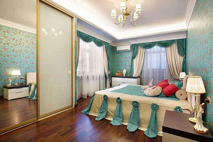 Яркая спальня с ламбрекенами