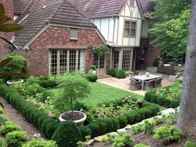 Регулярный стиль сада частного дома
