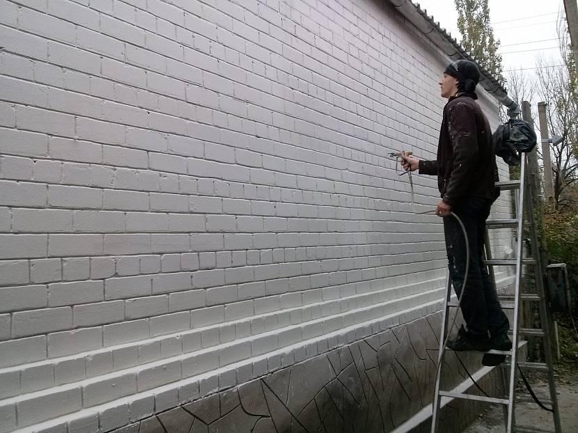 Нанесение термокраски для утепления стен