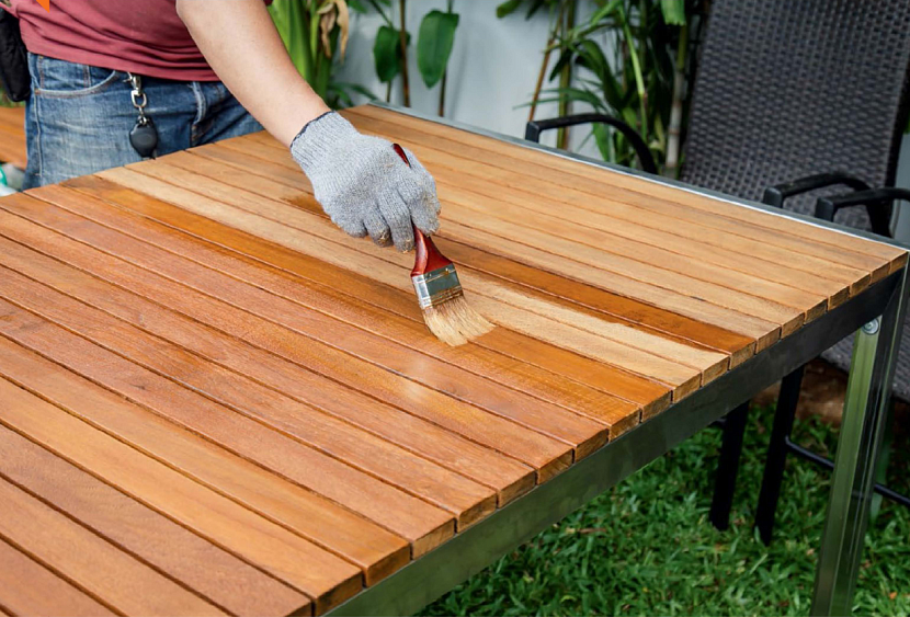 Защитить древесину от влаги помогут специальные составы химического или природного происхождения