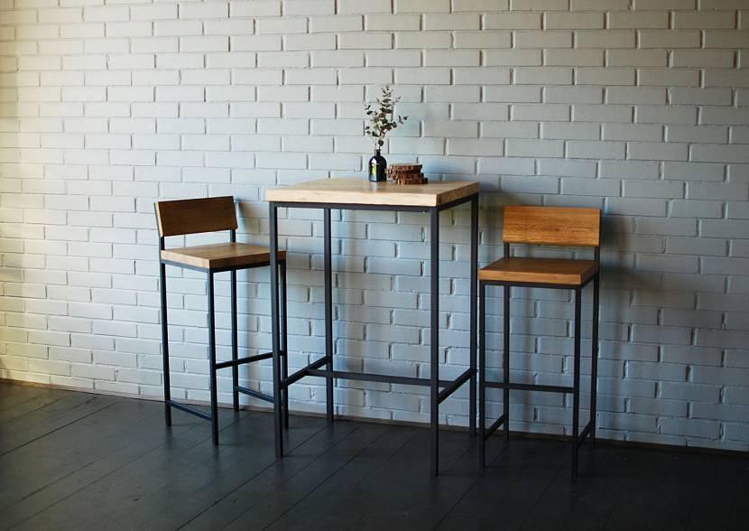 Стол лофт с металлическими ножками