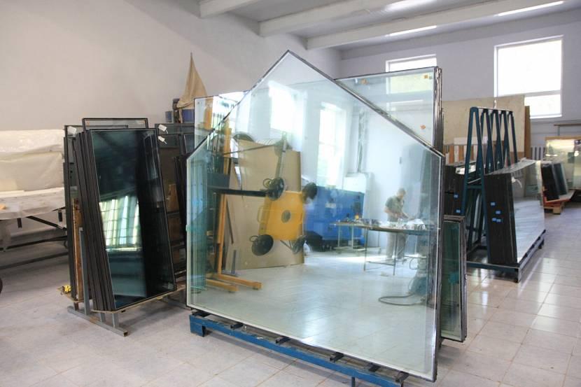 В производстве «тёплых» окон используется сверхпрочное стекло