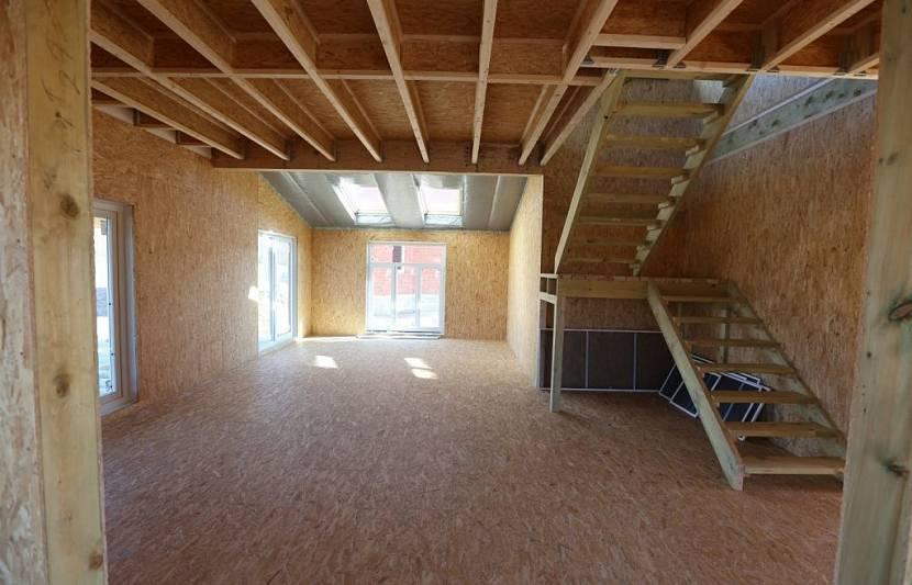 Ровные стены не требуют сложной отделки внутри дома