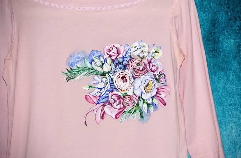 Отделка акриловой росписью одежды