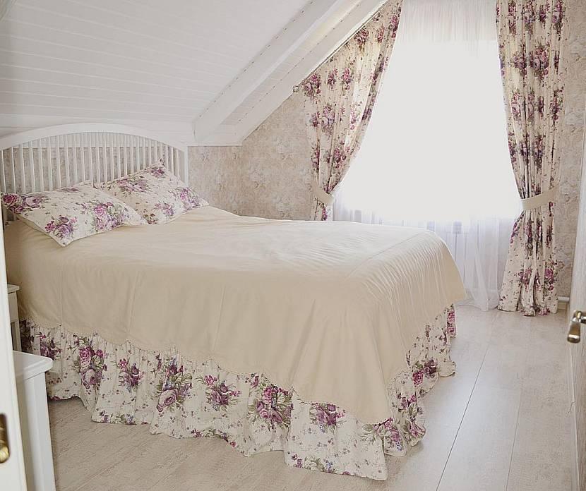 Скошенная штора в стиле прованс