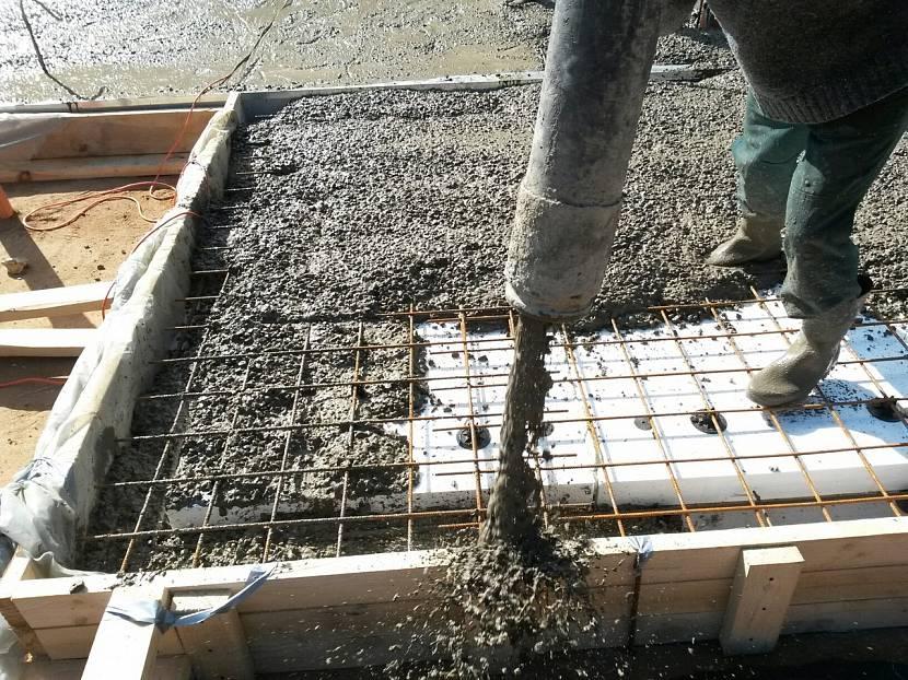 Для больших объёмов лучше заказывать готовый бетон