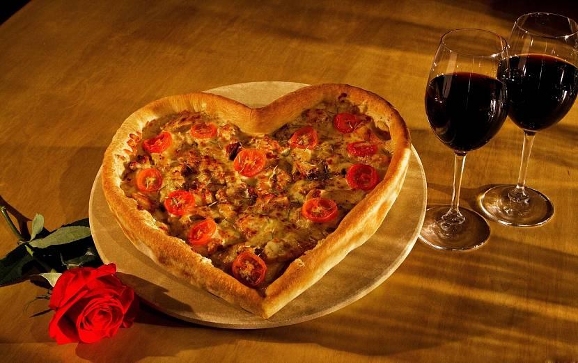 Пицца сердечком