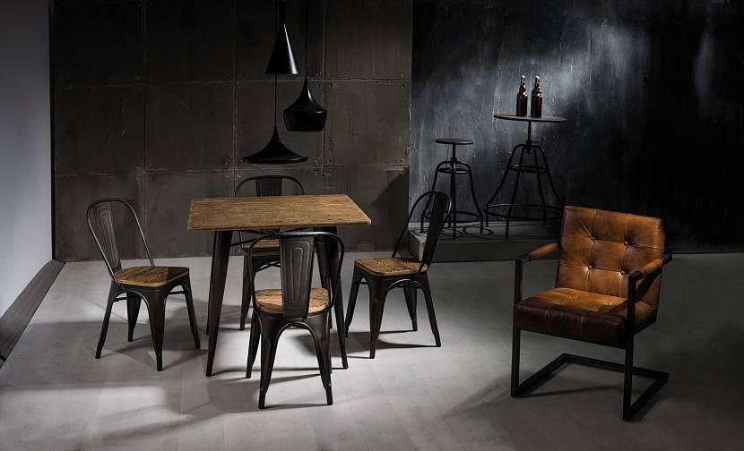 Небольшой декоративный стол в стиле лофт