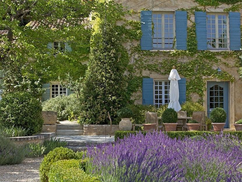 Дом в саду Прованс