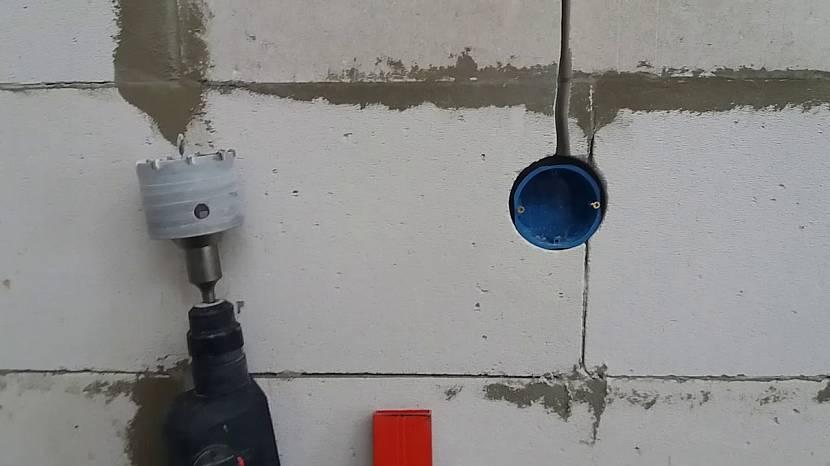 Штроба в стене из газобетона