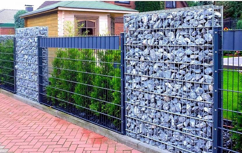 Прозрачные вставки в заборе