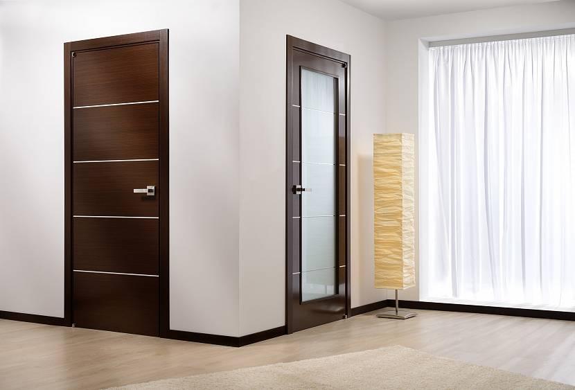 Двери венге на светлых стенах