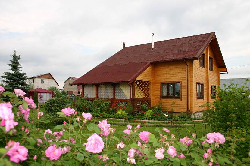 Простой и просторный дом может быть вполне доступным