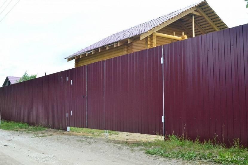 Дачный забор из металлического шифера