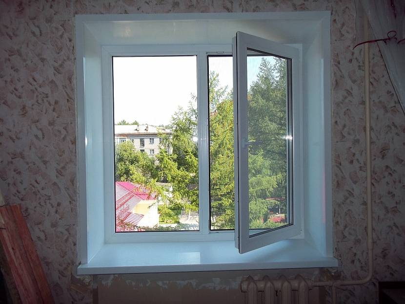 Двухстворчатое пластиковое окно