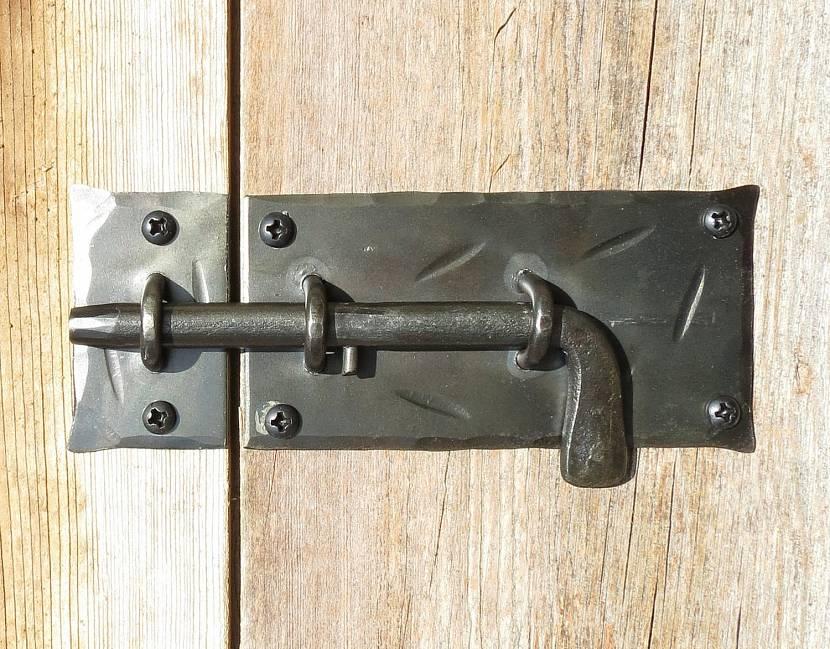 Изготовление такого замка не требует дорогостоящих инструментов