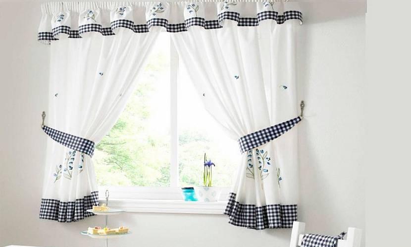 Укороченные шторы на кухню