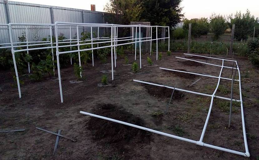 Изготовление опор для винограда из пластиковой трубы