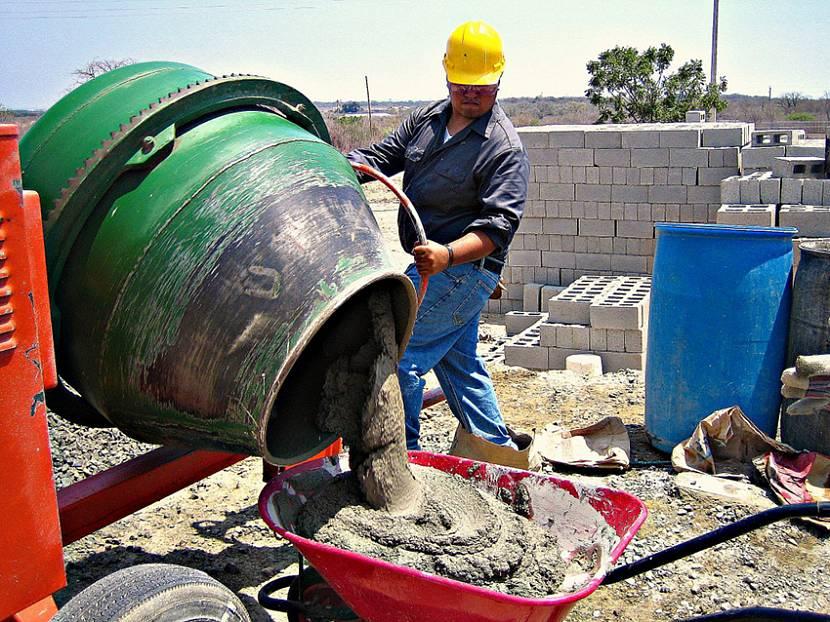 Приготовление раствора на строительной площадке