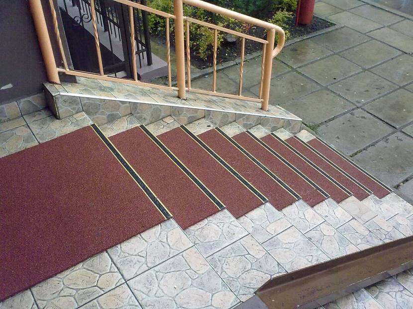 Рулонное лестничное покрытие