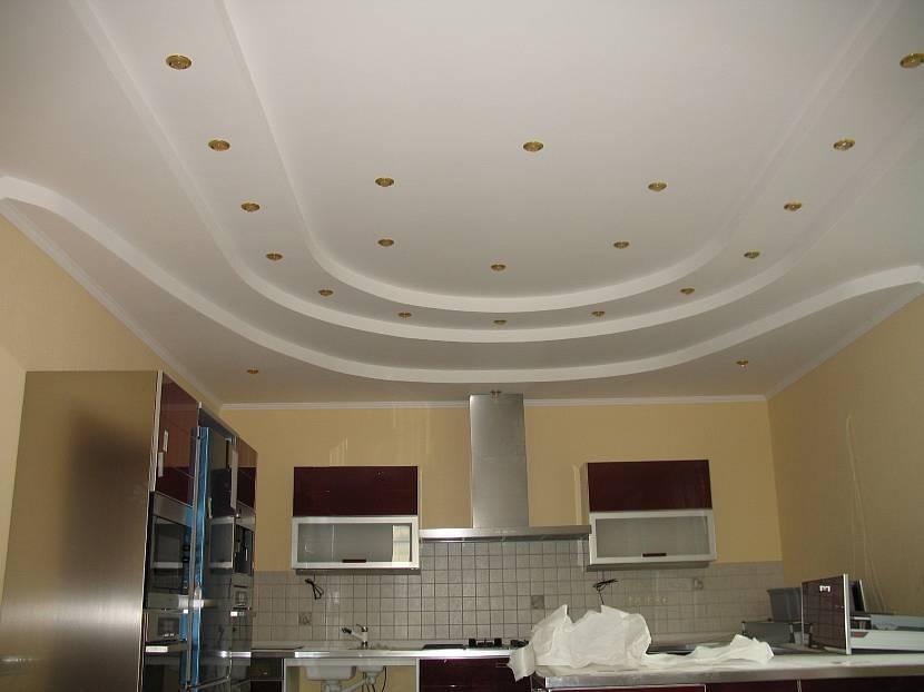 Сложный потолок из окрашенного гипсокартона
