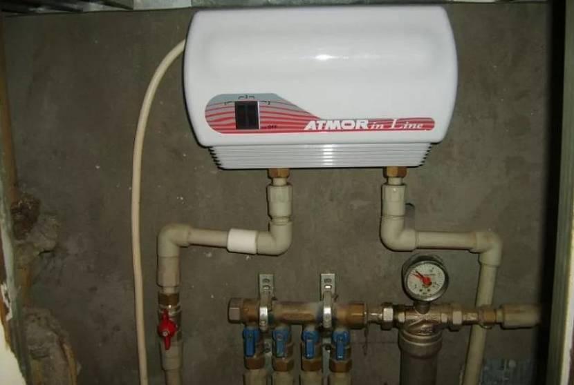Подготовленный к работе проточный водонагреватель