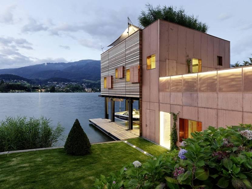 Дом-причал с видом на горы