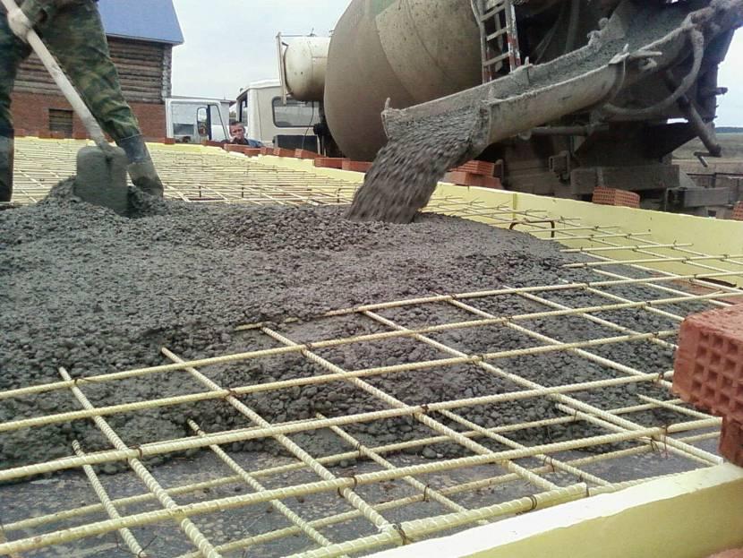 Применение бетона для заливки монолитной плиты
