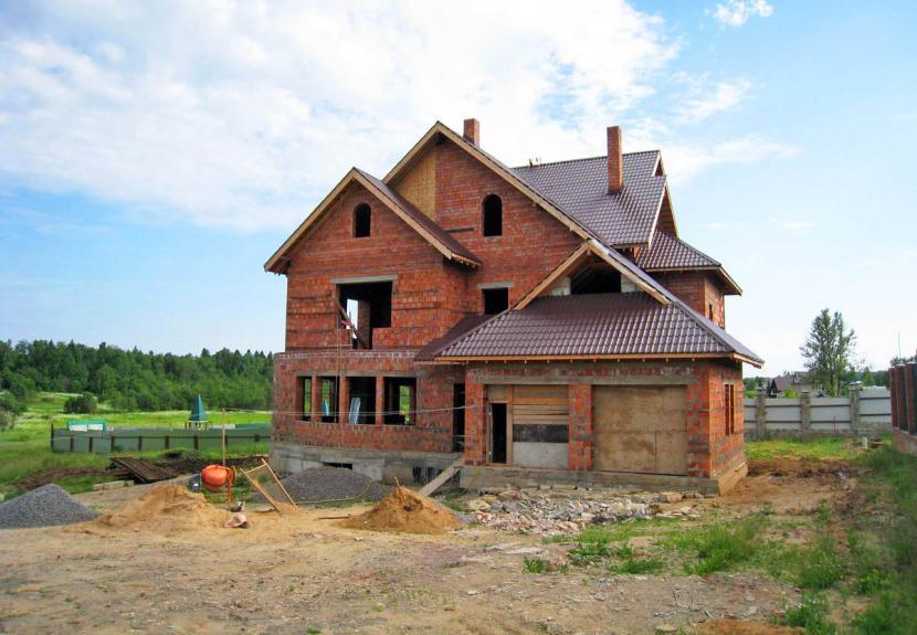 Достраивается законсервированный дом
