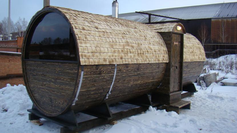 Баня-бочка зимой
