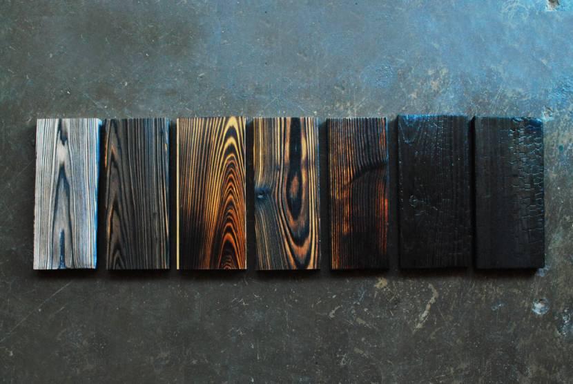 Обожженная древесина приобретает уникальный цвет и фактуру