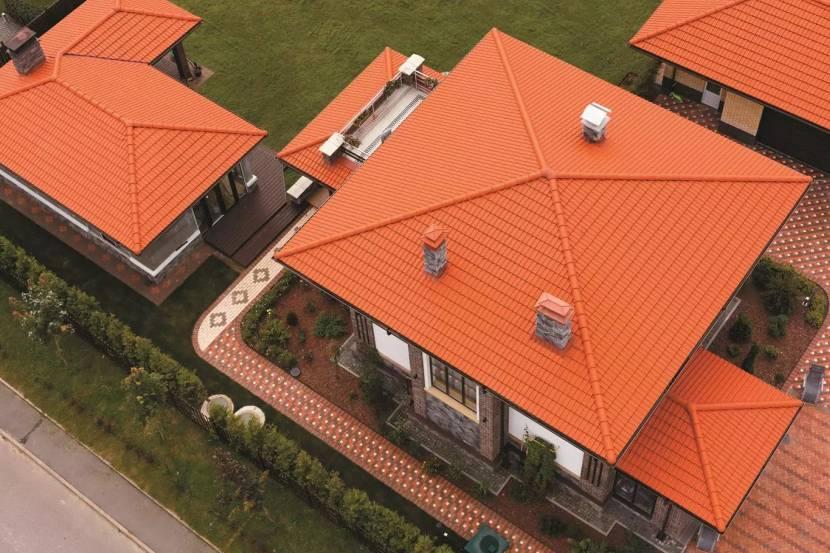 С этого ракурса хорошо заметно отличие между вальмовой и шатровой крышей