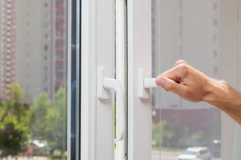 Открыть окно для проветривания