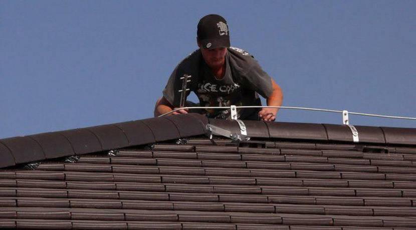 Монтаж молниезащиты на крыше из металлочерепицы
