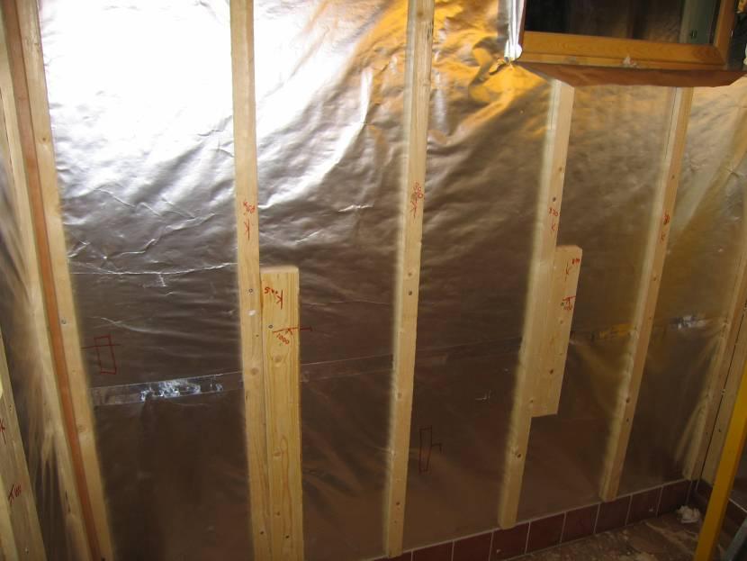 Фольгированная пароизоляция стен в бане